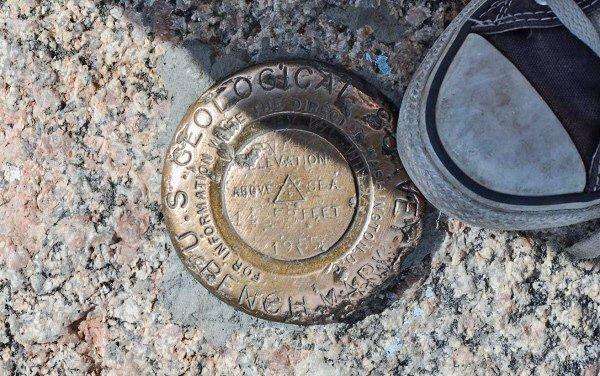 Peak Mt Evans marker