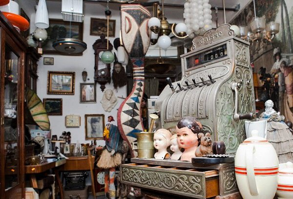 antigue-hunting in prague antiques