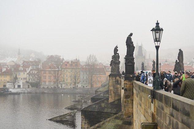 charles bridge fog