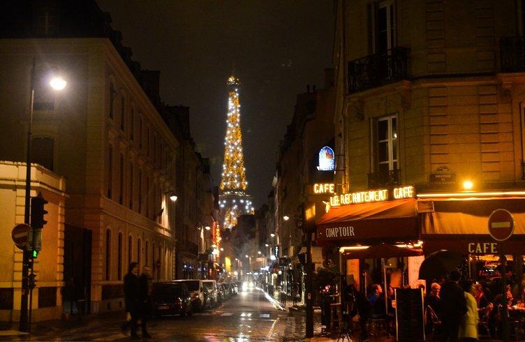 Enjoying a romantic evening in paris by yourself for Romantic evening in paris