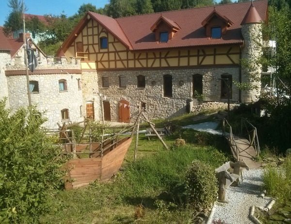 best castles on airbnb