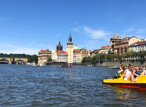paras dating sites Praha
